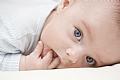 האם יש קשר בין נזלת ובקיעת שיניים אצל תינוקות?