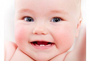 התינוק בוכה? כך תזהו אם אלו כאבים של בקיעת שיניים