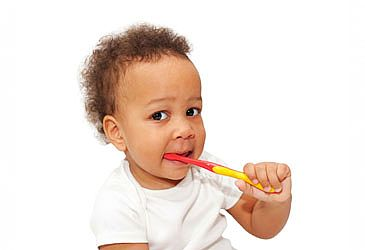 כל המיתוסים על צמיחת שיניים אצל תינוקות